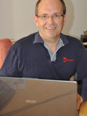 Stefan Schädeli am PC